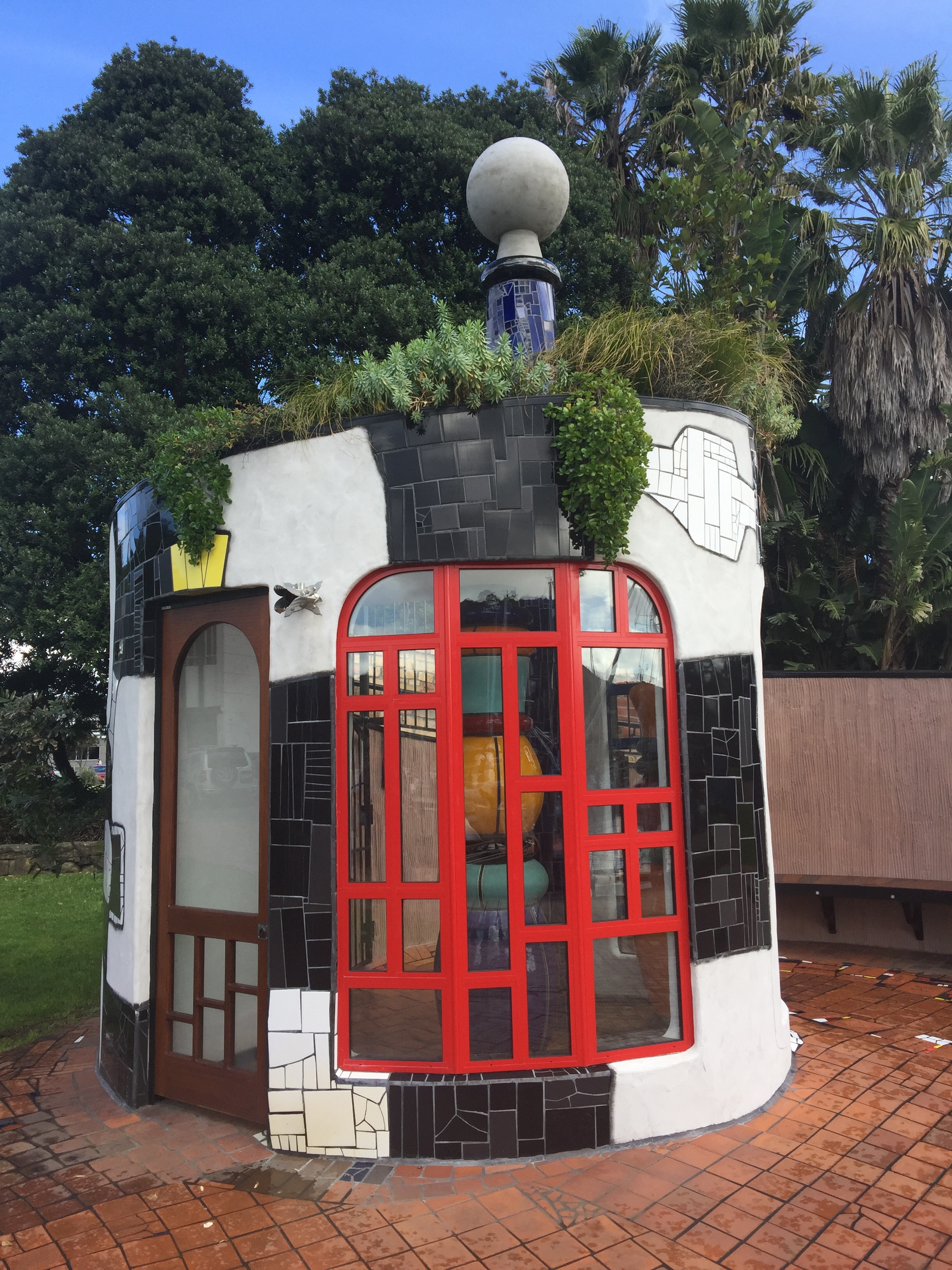 Green roof on public toilets